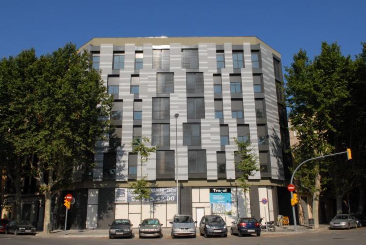 Edificio viviendas Pujades/Llacuna con fachadas ventiladas de Sistema Masa