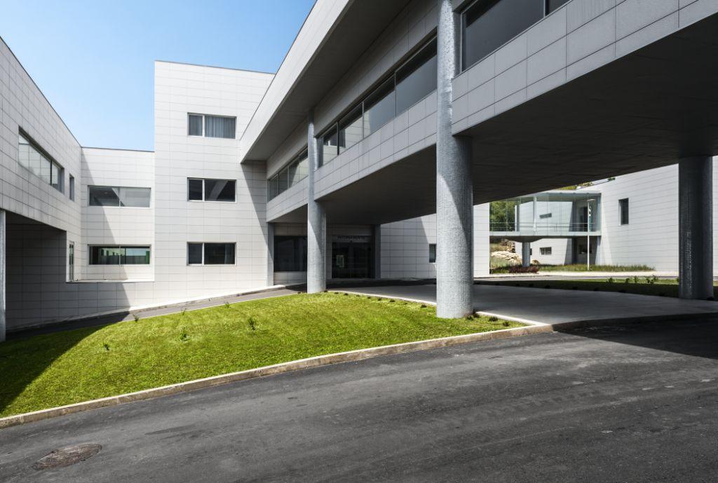 Sistema Masa • Hospital Señor de Bonfim • Fachadas ventiladas y revestimiento de porcelana