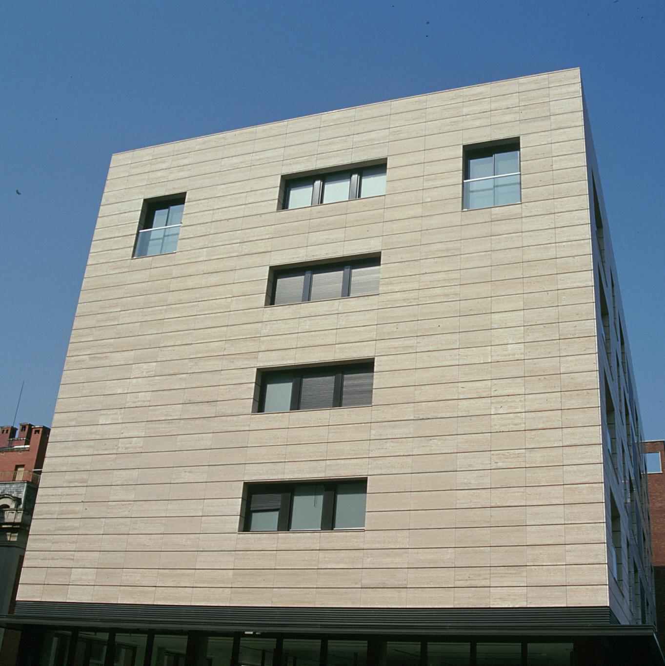 Revestimiento de fachadas ventiladas. Sistema Masa. Edificio Via Augusta