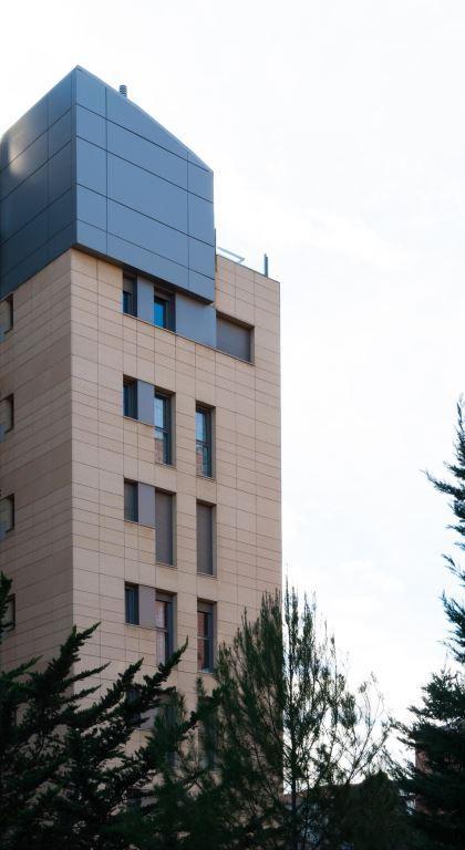 Edificio viviendas Las Ventas con fachadas ventiladas de Sistema Masa