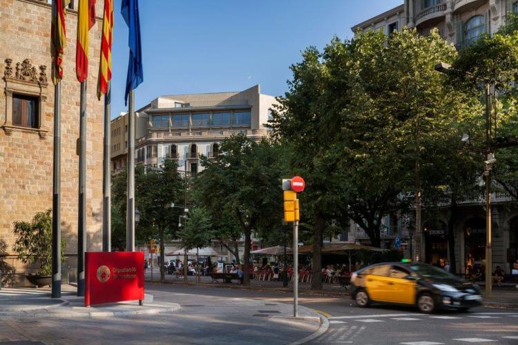 Edificio Plurifamiliar con fachadas ventiladas en Rambla Catalunya - Sistema Masa