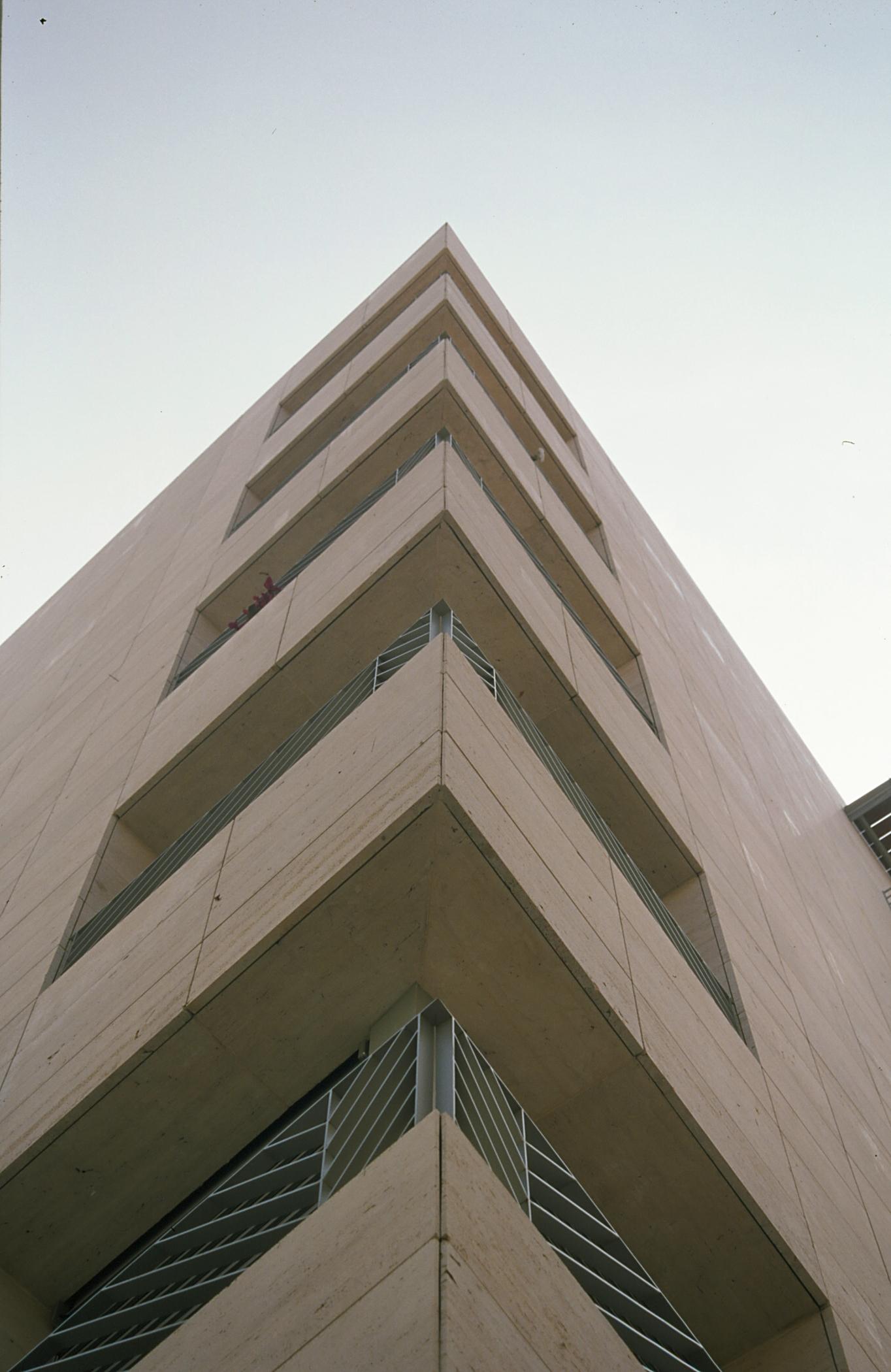 Fachadas ventiladas. Sistema Masa. Edificio viviendas tres creus