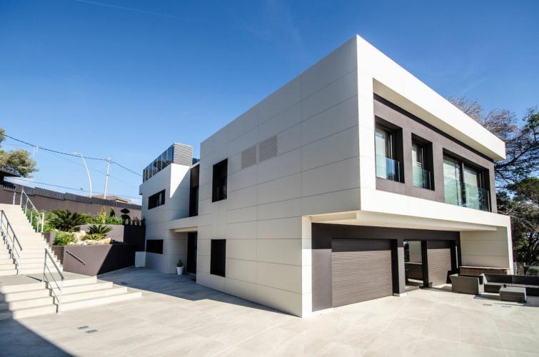 Vivienda Unifamiliar Montemar II - Castelldefels con sistema de fachada ventilada · Sistema Masa
